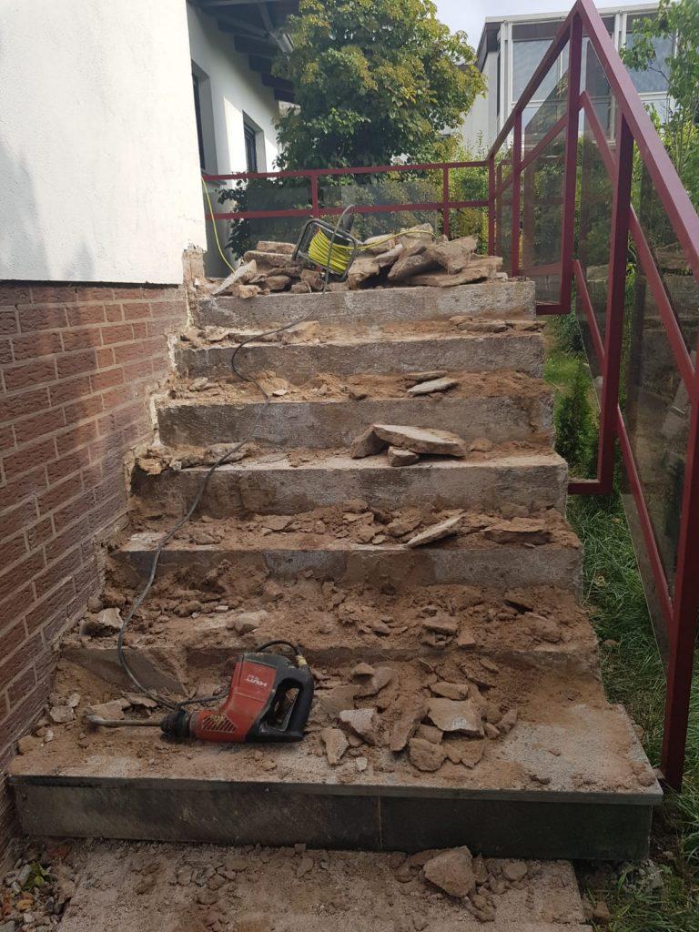 Ursprungszustand einer zu sanierenden Treppe