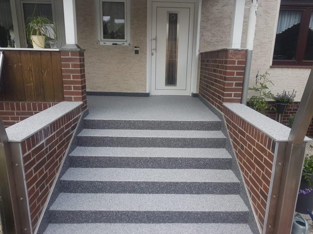 Sanierte Treppe mit Podest